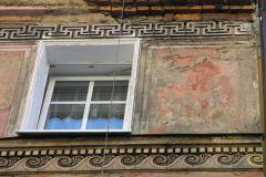 Greckie motywy zdobnicze na fasadzie domu przy ul. Słowackiego